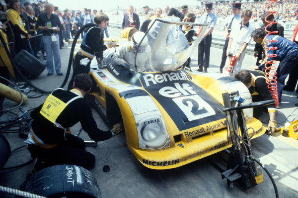 Le Mans, France. 10th - 11th June 1978. Jean-Pierre Jaussaud/Didier Pironi, Alpine-Renault A442B, 1st position, pit stop, action. World Copyright: Murenbeeld/LAT Photographic Ref: 35mm transparency