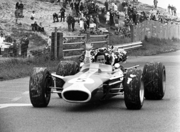 1967 Dutch Grand Prix.Zandvoort, Holland. 4 June 1967.Jim Clark, Lotus 49-Ford, 1st position, celebrates victory, action.World Copyright: LAT PhotographicRef: L67/378/32A