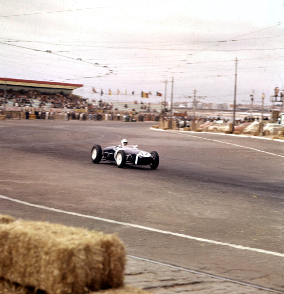 1960 Portuguese Grand Prix.Porto, Portugal.12-14 August 1960.Stirling Moss (Lotus 18 Climax).Ref-3/0199.World Copyright - LAT Photographic