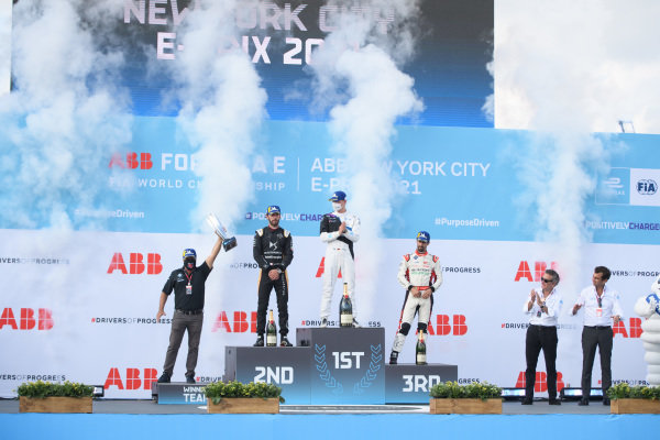 Michael Andretti, Team Owner, BMW I Andretti Motorsports, Jean-Eric Vergne (FRA), DS Techeetah, 2nd position, Maximilian Guenther (DEU), BMW I Andretti Motorsport, 1st position, and Lucas Di Grassi (BRA), Audi Sport ABT Schaeffler, 3rd position, on the podium