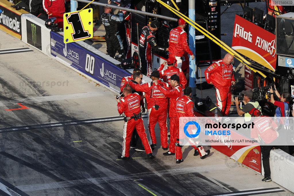 #1: Michael Annett, JR Motorsports, Chevrolet Camaro Chevrolet Pilot Flying J / American Heart Association team celebrates in pit lane