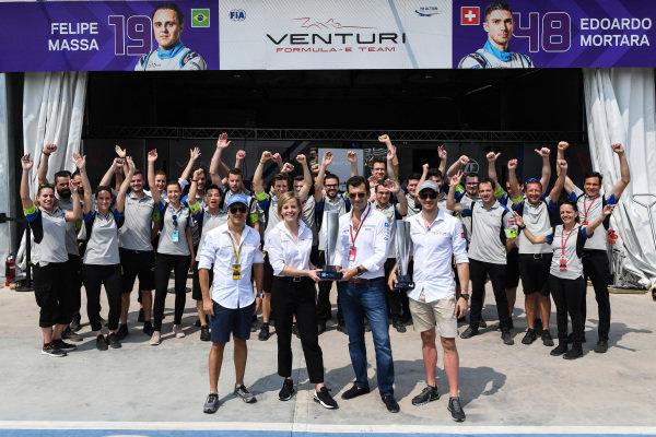 Edoardo Mortara (CHE) Venturi Formula E, recieven the , 1st position trophy from the Hong Kong