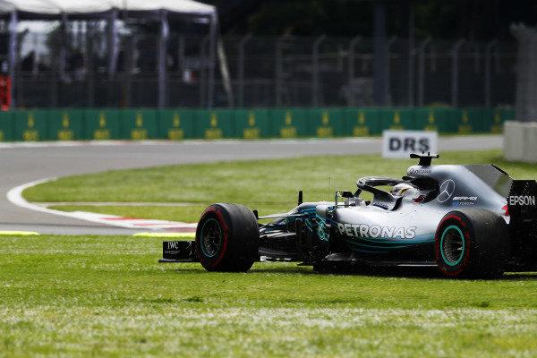 Lewis Hamilton, Mercedes AMG F1 W09 EQ Power+, runs onto the grass as he battles with Daniel Ricciardo, Red Bull Racing RB14