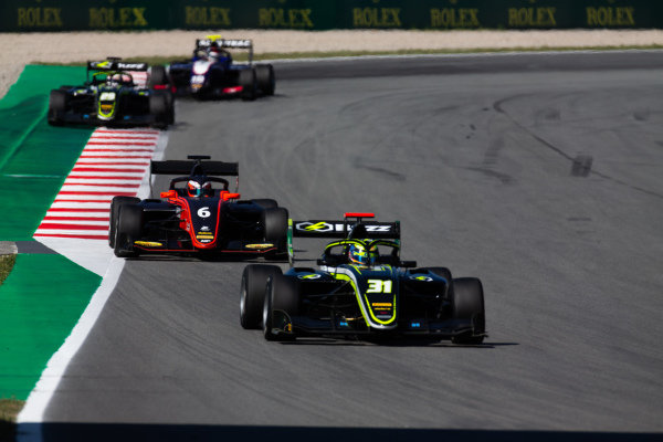 Logan Sargeant (USA, Carlin Buzz Racing) and Richard Verschoor (NLD, MP Motorsport)