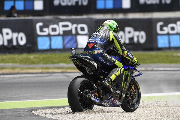Valentino Rossi, Yamaha Factory Racing, Joan Mir, Team Suzuki MotoGP, running wide.