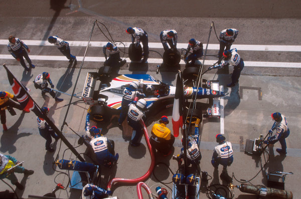 Hungaroring, Hungary.11-13 August 1995.David Coulthard (Williams FW17 Renault) takes on some fuel at a pitstop on his way to 2nd position.Ref-95 HUN 10.World Copyright - LAT Photographic