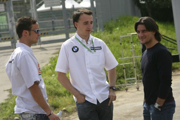 2006 GP2 Series. Round 2.Imola, Italy 20th April 2006.Thursday Preview. Andreas Zuber (AUT, Trident Racing) talks with Robert Kubica (BMW Sauber) and Giorgio Pantano.World Copyright: Andrew Ferraro/GP2 Series Media Service.Ref: Digital Image Only.ZP9O9611 jpg