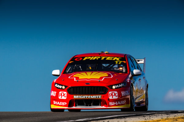 2017 Supercars Championship Round 4.  Perth SuperSprint, Barbagallo Raceway, Western Australia, Australia. Friday May 5th to Sunday May 7th 2017. Scott McLaughlin drives the #17 Shell V-Power Racing Team Ford Falcon FGX. World Copyright: Daniel Kalisz/LAT Images Ref: Digital Image 050517_VASCR4_DKIMG_1413.JPG