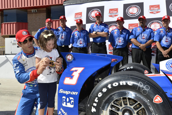 Helio Castroneves (BRA) Team Penske celebrates pole position with his team and daughter.Verizon IndyCar Series, Rd18, MAVTV 500, Auto Club Speedway, Fontana, USA, 29-30 August 2014.