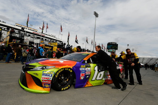 Monster Energy NASCAR Cup Series First Data 500 Martinsville Speedway, Martinsville VA USA Saturday 28 October 2017 Kyle Busch, Joe Gibbs Racing, M&M's Halloween Toyota Camry World Copyright: Scott R LePage LAT Images ref: Digital Image lepage-171028-mart-2700