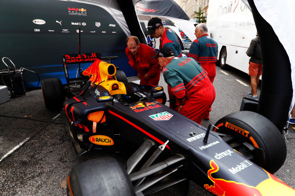 F1 Live London. London, United Kingdom. Wednesday 12 July 2017. Rescue workers examine a Red Bull under awnings. World Copyright: Glenn Dunbar/LAT Images ref: Digital Image: _31I9125