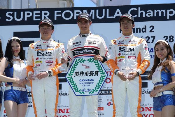 2017 Japanese Formula 3 Championship. Okayama, Japan. 27th - 28th May 2017. Rd 8 & 9. Rd 9 Winner Alex Palou ( #12 ThreeBond Racing with DRAGO CORSE ) 2nd position Ritomo Miyata ( Corolla Chukyo Kuo TOM?S F314 ) 3rd position Sho Tsuboi ( #1 Corolla Chukyo Kuo TOM?S F317 ) podium portrait  World Copyright: Yasushi Ishihara / LAT Images. Ref: 2017JF3_Rd9_011