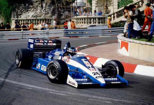 1986 Monaco Grand Prix. Monte Carlo, Monaco. 8-11 May 1986. Jacques Laffite (Ligier JS27 Renault) 6th position. Ref-86 MON 67. World Copyright - LAT Photographic