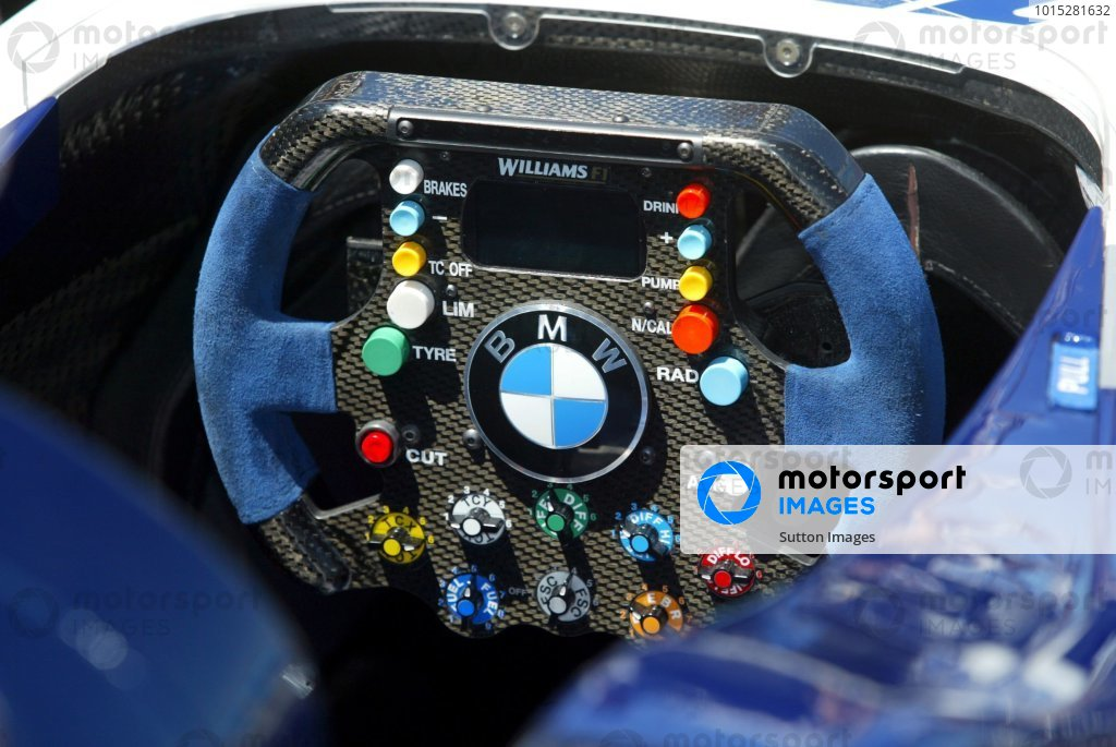 Steering wheel of a Williams BMW FW26.