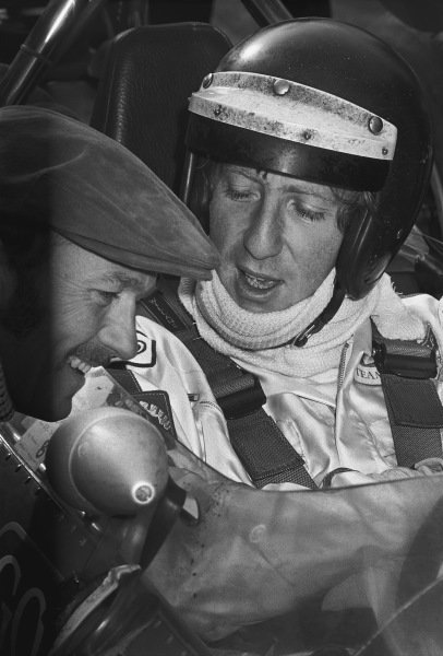 1970 Race of Champions. Brands Hatch, England. 22nd March 1970. Jochen Rindt (Lotus 49C-Ford), 2nd position, in converstation with team boss, Colin Chapman, portrait. World Copyright: LAT Photographic. Ref: 2916 - 3.