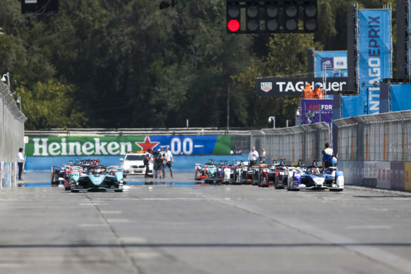 Mitch Evans (NZL), Panasonic Jaguar Racing, Jaguar I-Type 4 leads Maximilian Günther (DEU), BMW I Andretti Motorsports, BMW iFE.20