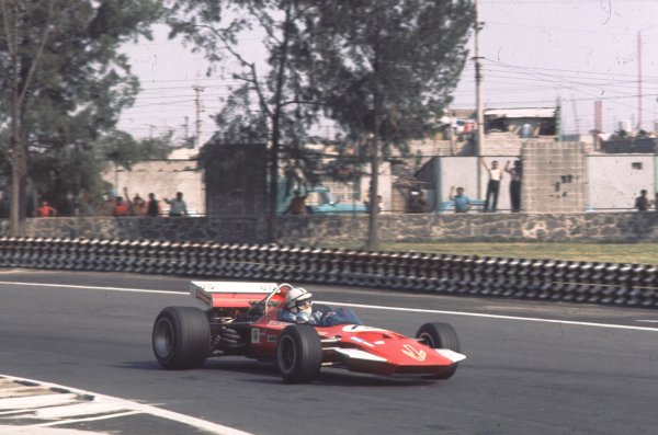 1970 Mexican Grand Prix.Mexico City, Mexico.23-25 October 1970.John Surtees (Surtees TS7A Ford) 8th position.Ref-70 MEX 17.World Copyright - LAT Photographic