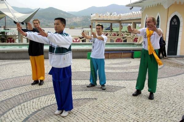 Takuma Sato (JPN) learns martial arts from a local master.48th Formula Three Macau Grand Prix14 - 18 November 2001, Guia Circuit, Macau.DIGITAL IMAGE