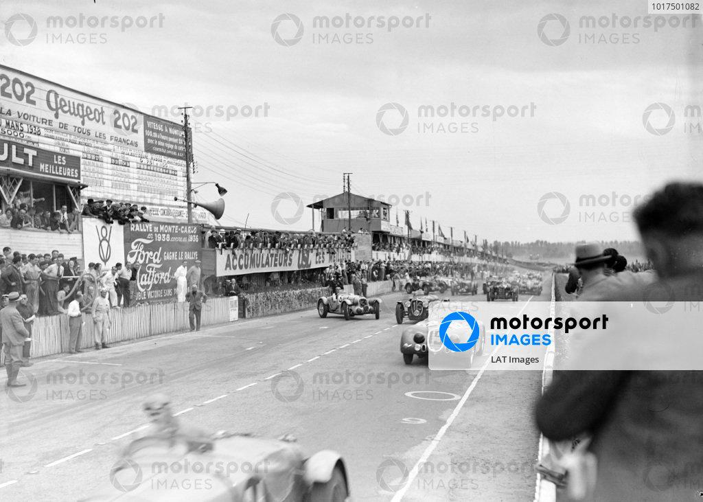 The start of the race. Raymond Sommer / Clemente Biondetti, Alfa Romeo 8C 2300B Touring, leads Eugène Chaboud / Jean Tremoulet, Delahaye 135CS, and Philippe Etancelin / Luigi Chinetti, Talbot T26 SS.