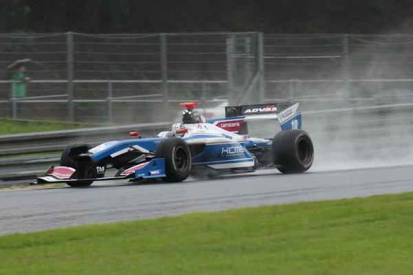 Kamui Kobayashi, carrozzeria Team KCMG Elyse SF14 Toyota, 2nd, drives with a damaged nose.