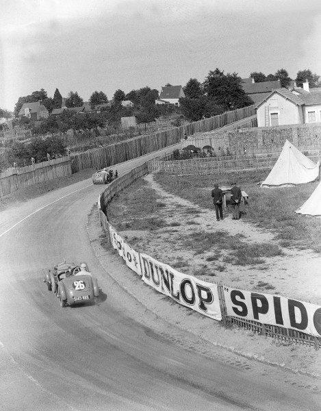1930 Le Mans 24 hours.Le Mans, France. 21-22 June 1930.Jean Albert Gregoire/Fernand Vallon leads Roger Bourcier/Louis Debeugny (both Tracta A28).Ref-Motor 740/1.World Copyright - LAT Photographic