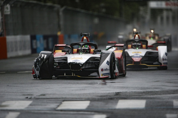 Lucas Di Grassi (BRA), Audi Sport ABT Schaeffler, Audi e-tron FE05, damages his front wing in practice