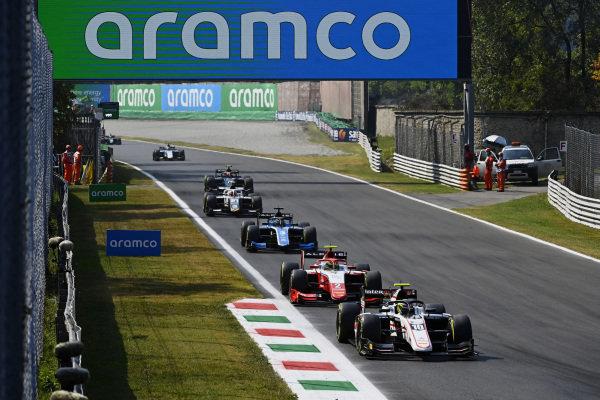 Theo Pourchaire (FRA, ART Grand Prix), leads Oscar Piastri (AUS, Prema Racing), and Guanyu Zhou (CHN, Uni-Virtuosi Racing)
