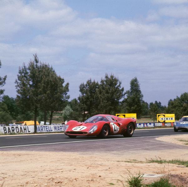 Le Mans, France 10th - 11th June 1967 Ludovico Scarfiotti/Michael Parkes (Ferrari 330P4), 2nd position, action Ref: 2928. World Copyright: LAT Photographic