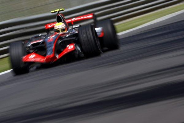 2007 Italian Grand Prix - Friday PracticeAutodromo di Monza, Monza, Italy.7th September 2007.Lewis Hamilton, McLaren MP4-22 Mercedes. Action. World Copyright: Lorenzo Bellanca/LAT Photographicref: Digital Image _64I5135
