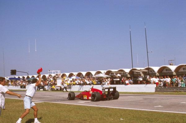Jacarepagua, Rio de Janeiro, Brazil.24-26 March 1989.Nigel Mansell (Ferrari 640) 1st position on his debut race for Ferrari.Ref-89 BRA 06.World Copyright - LAT Photographic