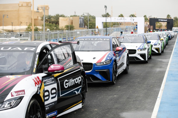 Simon Evans (NZL), Team Asia New Zealand heads the line of cars preparing to go to the grid