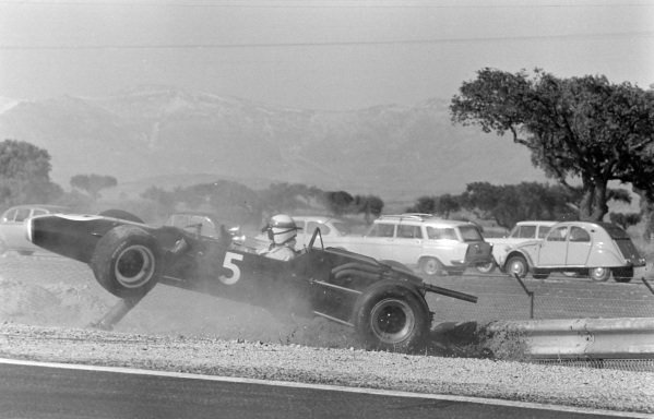 Jackie Stewart, Matra MS7 Cosworth (F2), spins off and crashes rearwards into a barrier.