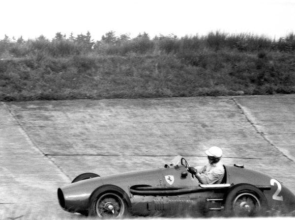 1953 German Grand Prix.  Nurburgring, Germany. 2nd August 1953. Giuseppe Farina (Ferrari 500 4), 1st position, action. World Copyright: LAT Photographic. Ref: 53/82 - 22.