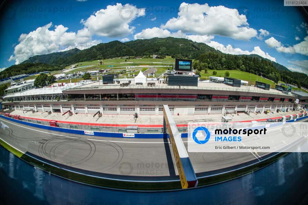 Pitlane overview