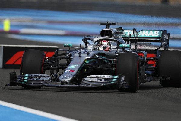 Lewis Hamilton, Mercedes AMG F1 W10, rejoins the circuit