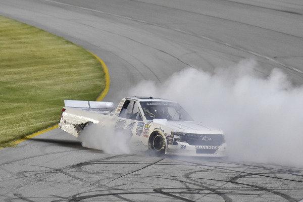 #24: Brett Moffitt, GMS Racing, Chevrolet Silverado Central Plains Cement Company victory