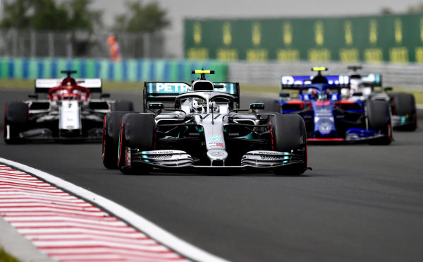 Valtteri Bottas, Mercedes AMG W10, leads Daniil Kvyat, Toro Rosso STR14, Antonio Giovinazzi, Alfa Romeo Racing C38, and Lewis Hamilton, Mercedes AMG F1 W10