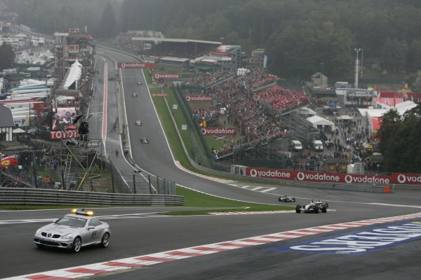 2005 Belgian Grand Prix - Sunday Race, Spa-Francorchamps, Belgium . 11th  September 2005 The safety car leads the pack. World Copyright: Peter Spinney/LAT Photographic  ref:Digital Image Only (a high res version is available on request)