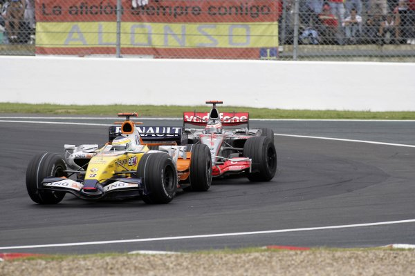 2007 French Grand Prix - Sunday RaceCircuit de Nevers Magny Cours, Nevers, France.1st July 2007.Giancarlo Fisichella, Renault R27, 6th position, leads Fernando Alonso, McLaren MP4-22 Mercedes, 7th position. Action. World Copyright: Andrew Ferraro/LAT Photographicref: Digital Image VY9E3415