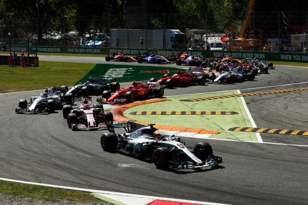 Autodromo Nazionale di Monza, Italy. Sunday 03 September 2017. Lewis Hamilton, Mercedes F1 W08 EQ Power+, leads Esteban Ocon, Force India VJM10 Mercedes, and Lance Stroll, Williams FW40 Mercedes, at the start of the race. World Copyright: Glenn Dunbar/LAT Images  ref: Digital Image _X4I3274