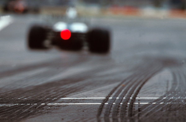 Nurburgring, Germany. 19-21 May 2000.Some tyre tracks on the circuit. (Williams FW22 BMW).World Copyright - Tee/LAT Photographic