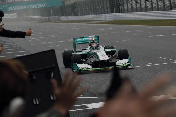 2014 Super Formula Series. Suzuka, Japan. 9th - 10th November 2014. Rd 7. Race 2 - Winner Kazuki Nakajima ( #37 TEAM TOM'S SF14 )  action World Copyright: Yasushi Ishihara / LAT Photographic. Ref:  2014_SF_Rd7_017.JPG