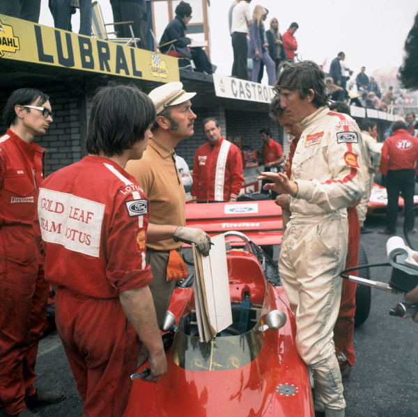 Zandvoort, Holland. 21 June 1970.Colin Chapman and Jochen Rindt, Lotus 72-Ford, 1st position, in the pitlane, portrait.World Copyright: Ron Easton/LAT PhotographicRef: Medium format transparency