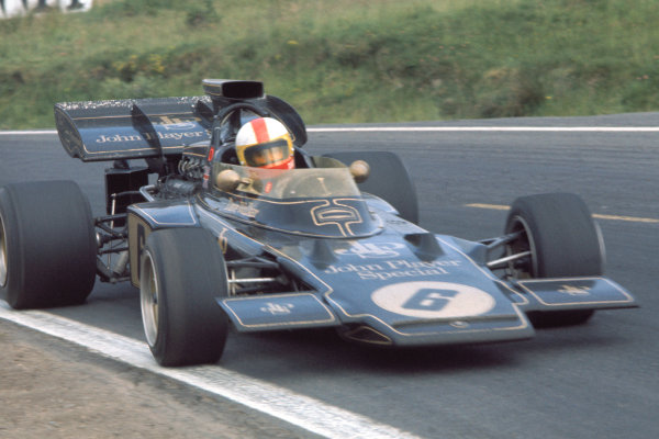 1972 French Grand Prix.Clermont - Ferrand. 30th June - 2nd July 1972.Dave Walker (Lotus 72-Ford), Action. World Copyright: LAT Photographic.Ref: 72 FRA 50