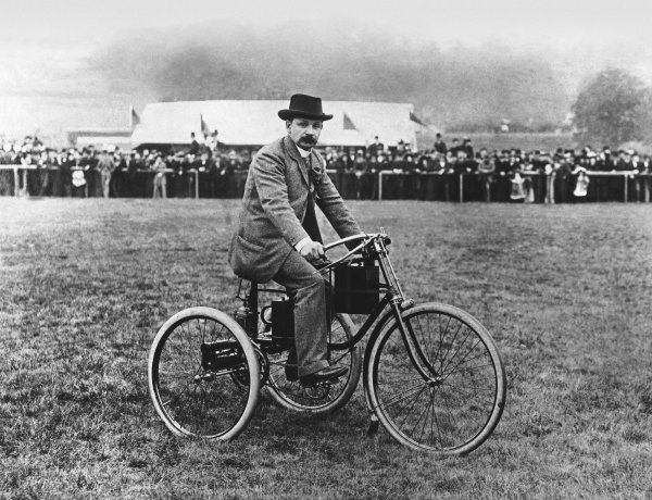 Tunbridge Wells, Kent. 15 October 1895.M. Bouton on an early De Dion Bouton tricycle. First published 2/11/1895 - the first photo published in Autocar magazine. World Copyright: LAT Photographic. Ref: Autocar S71/919.