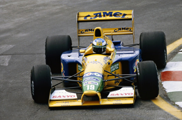1992 Mexican Grand Prix. Mexico City, Mexico. 20th - 22nd March 1992. Michael Schumacher (Benetton B191B-Ford), 3rd position, action.  World Copyright: LAT Photographic.