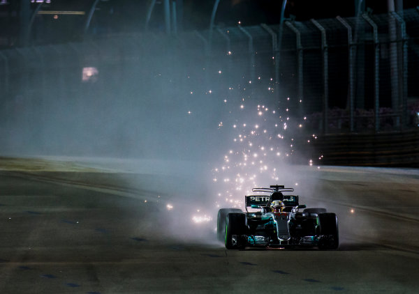 Marina Bay Street Circuit, Marina Bay, Singapore. Sunday 17 September 2017. Lewis Hamilton, Mercedes F1 W08 EQ Power+, kicks up sparks under braking. World Copyright: Zak Mauger/LAT Images ref: Digital Image _X0W5640