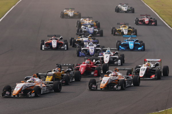 2017 Japanese Formula 3 Championship Autopolis, Japan. 8th - 9th September 2017. Rd 17 & 18. Start of the race action World Copyright: Masahide Kamio / LAT Images Ref: 2017_JF3_Rd17&18_007