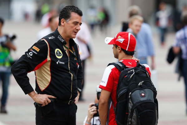 Korea International Circuit, Yeongam-Gun, South Korea. Sunday 6th October 2013. Felipe Massa, Ferrari, talks to a Lotus F1 team member. World Copyright: Charles Coates/LAT Photographic. ref: Digital Image _N7T5246