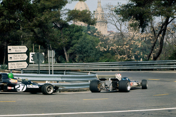 Montjuich Park, Barcelona, Spain. 16-18 April 1971.Rolf Stommelen, Surtees TS9-Ford, retired, leads Henri Pescarolo, March 711-Ford, retired, action. World Copyright: LAT PhotographicRef: 71ESP78.